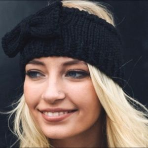 Knit Black Headband with Bow Accent ❤️